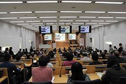 参加者が多く,盛況だった特別講演会の様子
